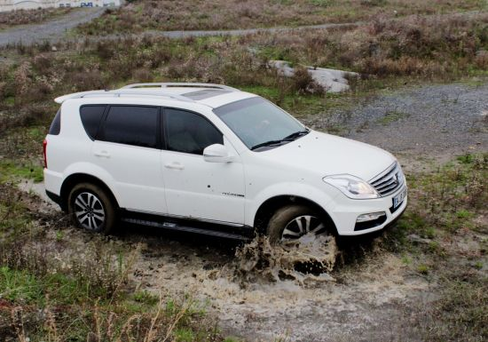 550x385xSsangyong-Rexton-W-e-XDI-4X4-AT-LX-..jpg.pagespeed.ic.8p5DeLDppZ